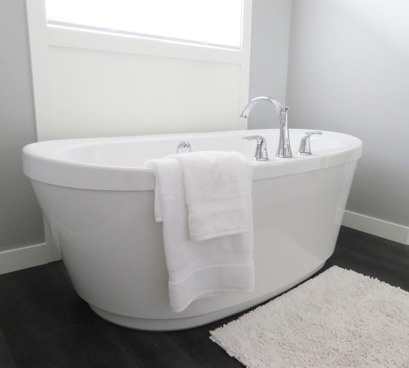 4 Reasons Why Running A Hot Bath Is Like A Breath Of Fresh Air